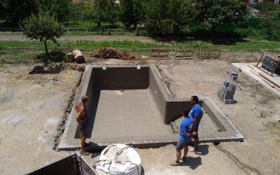 Blanco puro / Construcción  piscina / Carbel